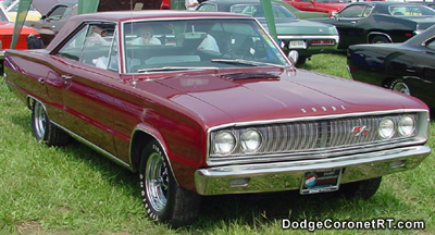 1967 Dodge Coronet R/T. Photo from 2001 Mopar Nationals - Columbus, Ohio.