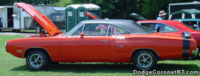 1970 Dodge Coronet. Photo from 2001 Mopar Nationals - Columbus, Ohio.