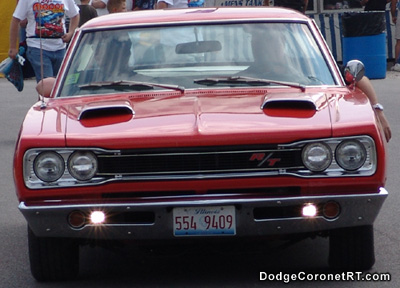 1969 Dodge Coronet R/T. Photo from 2004 Mopar Nationals - Columbus, Ohio.